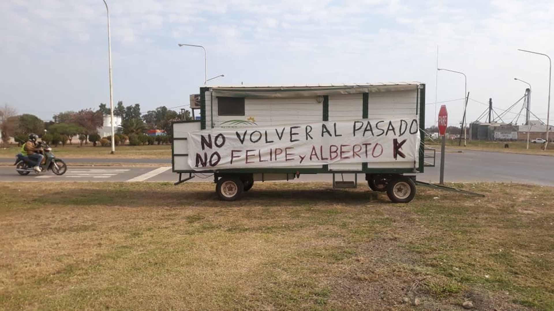 Otro de los carteles que se vio en la ruta 89, en la localidad de Las Breñas.