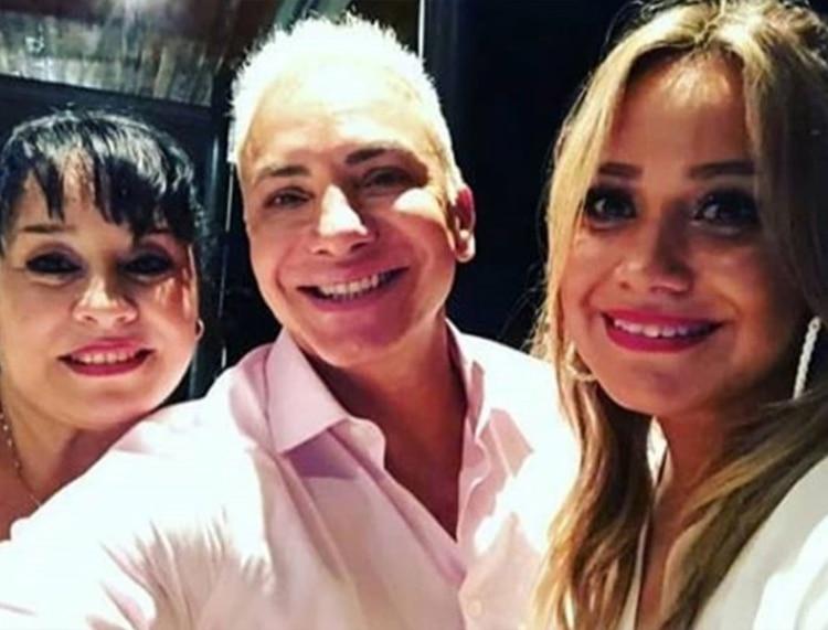 La Princesita con su mamá y Flavio Mendoza, durante la cena (Fotos: Instagram)