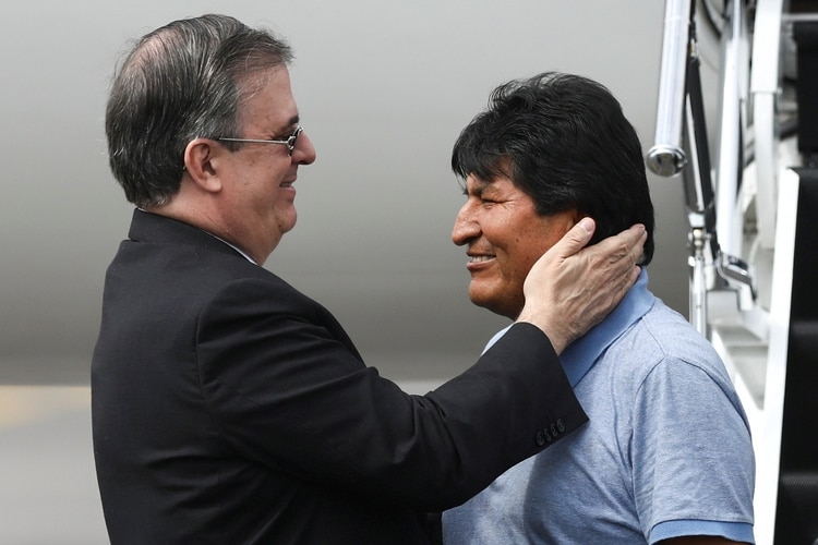 El canciller Marcelo Ebrard recibió al ex presidente de Bolivia Evo Morales en la Ciudad de México. (Foto: Reuters)