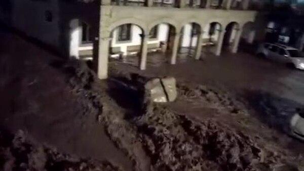 Las inundaciones ocurrieron por el desbordamiento de en un río.