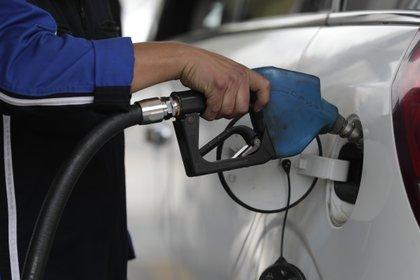 El congelamiento del precio de los combustibles se transformó para las empresas del sector en una mochila cada vez más pesada.