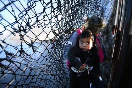 El Fondo de las Naciones Unidas para la Infancia (UNICEF) ha alertado este jueves de que unos 700 menores de edad se encuentran atrapados en la ciudad mexicana de Matamoros, junto a más de un millar de migrantes (Foto: Carol Guzy / Zuma Press)
