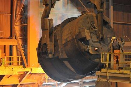 El conjunto de la industria metálica básica cerró agosto con una retracción de más del 25% respecto del nivel de un año antes (EFE)