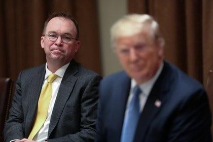 El entonces Jefe de Gabinete de la Casa Blanca, Mick Mulvaney, asiste a una reunió con el presidente Donald Trump en la Casa Blanca, el 5 de diciembre de 2019 (REUTERS/Jonathan Ernst/Archivo Foto)