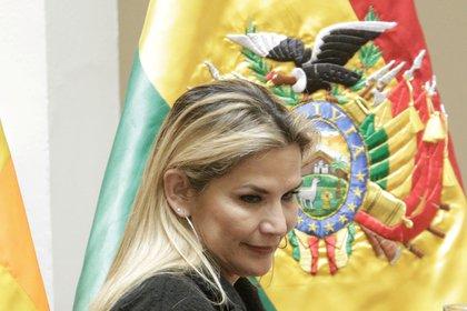 La presidenta interina de Bolivia, Jeanine Áñez, dio positivo de coronavirus (REUTERS/David Mercado)