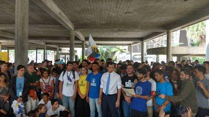 Juan Guaidó, presidente interino de Venezuela, reunido con estudiantes