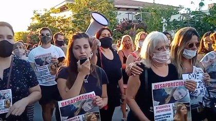 À La Falda, des centaines de personnes ont défilé pour demander justice pour la femme assassinée