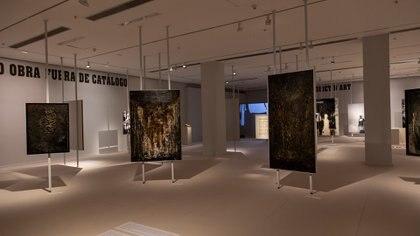 La muestra presenta obras de su periodo pictótico informalista (Guido Limardo)