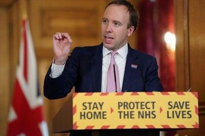Matt Hancock, ministro de Salud del Reino Unido, en una rueda de prensa el 23 de abril (Pippa Fowles/10 Downing Street/Handout via REUTERS)