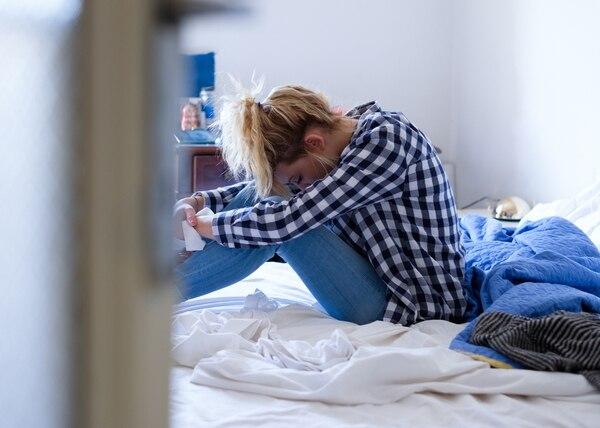 Adolescentes o niños que sufren acoso sexual de parte de un adulto, intentan negar lo vivido mediante complejos mecanismos defensivos ( negación- silencio).