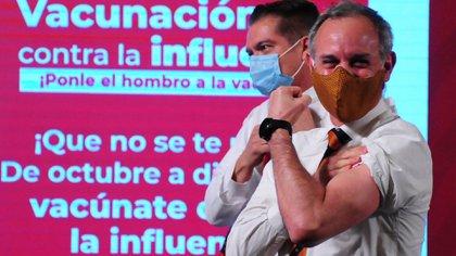 Hugo López-Gatell es vacunado contra la influenza (Foto: Cuartoscuro)