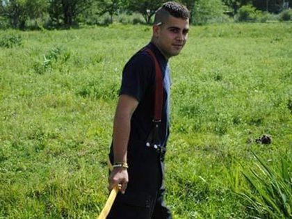 Nacho a los quince, con el uniforme de los bomberos