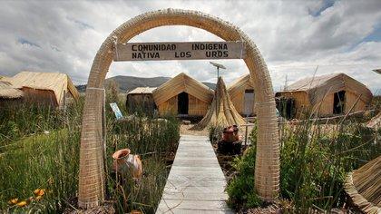Los Uros en el Lago Titicaca
