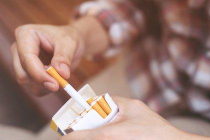 Aquellos que dejaron el cigarrillo a los 40 años redujeron su riesgo aumentado de muerte prematura por enfermedad coronaria en un 90%, mostraron los datos. (Shutterstock)