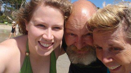 Con Zoe, en la playa, diez años atrás (Facebook)