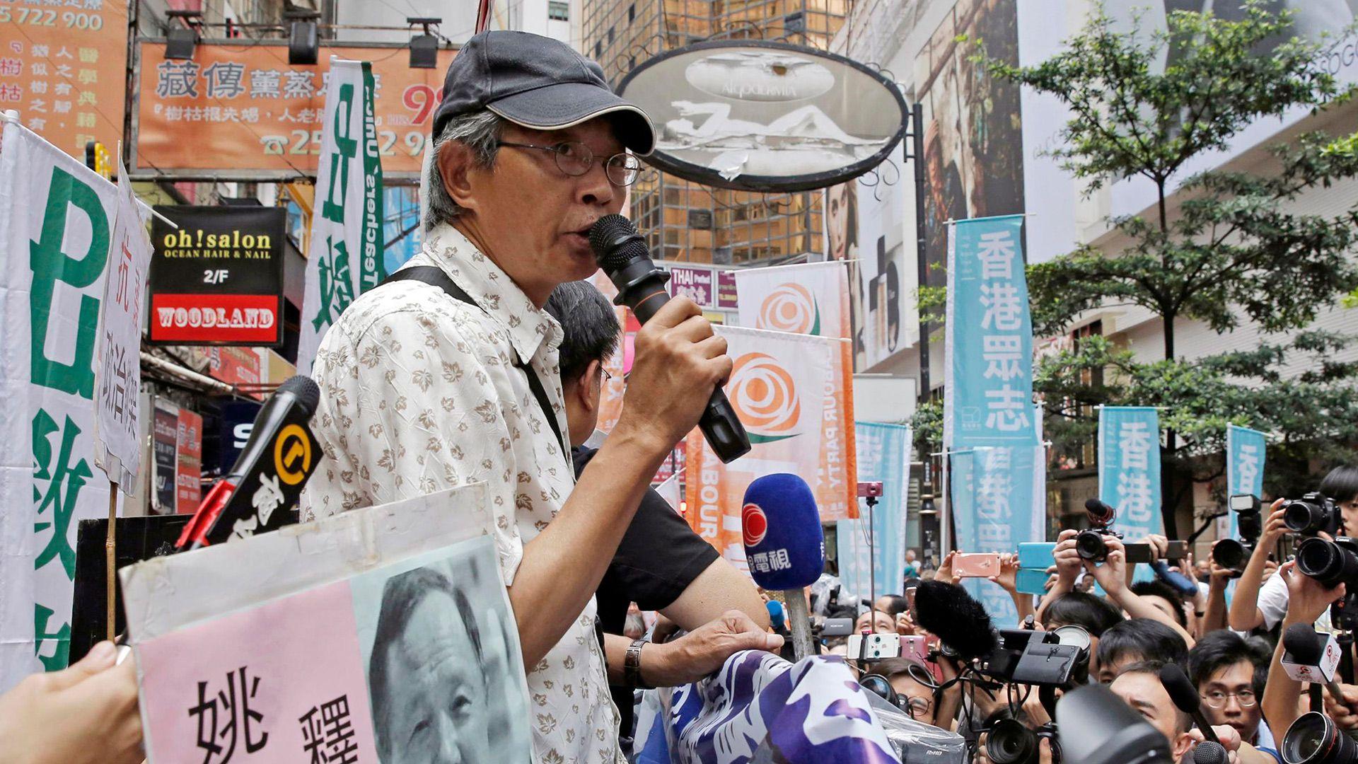 Zhang Zhiping fue uno de los cinco editores secuestrados por el gobierno chino a finales de 2015, pero recuperó la libertad a diferencia de Gui Minhai, por quien ha protestado. (AP /Kin Cheung)