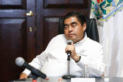 El gobernador de Puebla, Miguel Barbosa Huerta, confió en que al final de este mes de mayo se hayan reducido los casos en la entidad (Foto:Twitter@MBarbosaMX)