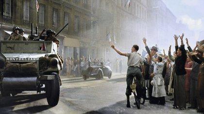 Las tropas de la Francia Libre avanzan por las calles de París en agosto de 1944 (Cortesía Editorial Head of Zeus)