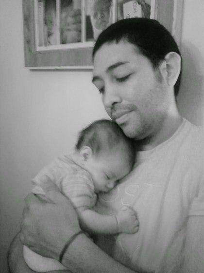 Olivia junto a su papá Ariel