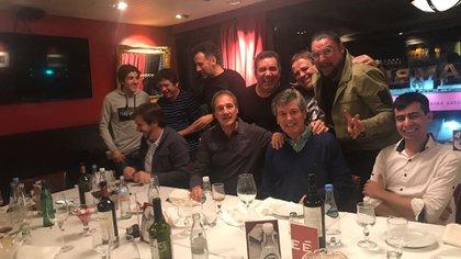 Carlín Calvo suele salir a comer con Fabio Cuggini, Diego Pérez, Javier Faroni, Carna y sus mejores amigos