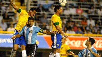 Domínguez, con la casaca de la Selección, en un Argentina-Brasil de 2012 (Foto Baires)
