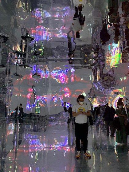 Andrés en una visita a un museo en Seúl.