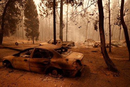 Autos incinerados en Berry Creek, California. REUTERS/Fred Greaves