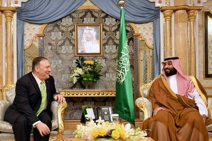 El secretario de Estado de Estados Unidos, Mike Pompeo, participa en una reunión con el príncipe heredero de Arabia Saudita, Mohammed bin Salman, en Jeddah, Arabia Saudita, el 18 de septiembre de 2019. Mandel Ngan/Pool vía REUTERS