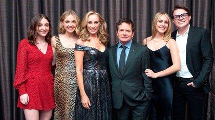 El actor junto a Tracy Pollan y sus cuatro hijos