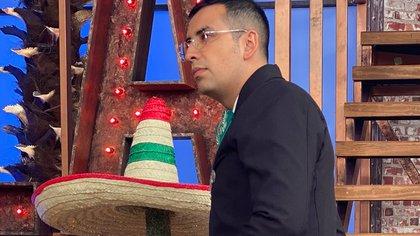 """El """"Capi"""" Pérez se vistió de charro para celebrar el Grito de Independencia (TW: @elcapiperez)"""