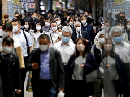 FILE PHOTO: People wearing protective face masks walk on the street, amid the coronavirus disease (COVID-19) outbreak, in Tokyo, Japan November 19, 2020. REUTERS/Issei Kato/File Photo