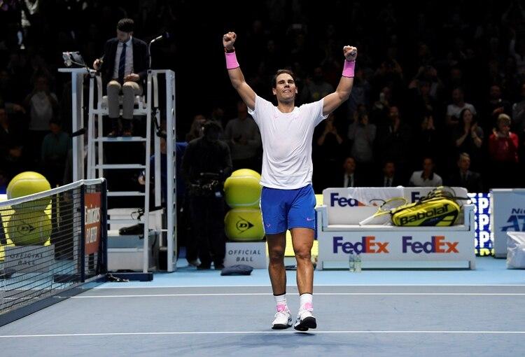 Rafael Nadal derrotó a Stefanos Tsitsipas pero no logró clasificar a las semifinales del ATP Finals (Reuters)