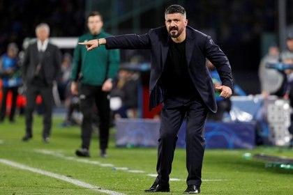 El estratega apuntó que el mexicano tiene más ganas en los último partidos y por ello le ha dado minuto en el campo de juego  (Foto: Guglielmo Mangiapane/ Reuters)