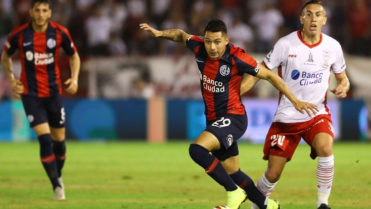 San Lorenzo le ganó en los penales a Huracán y se quedó con el clásico en la Copa de la Superliga (FotoBaires)