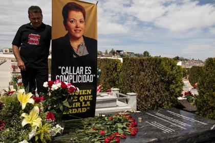 Familiares, amigos y colegas de Miroslava Breach, participaron en el homenaje al cumplirse un año del asesinato de la periodista, en 2018. (Foto: ERIKA LOZANO /CUARTOSCURO)