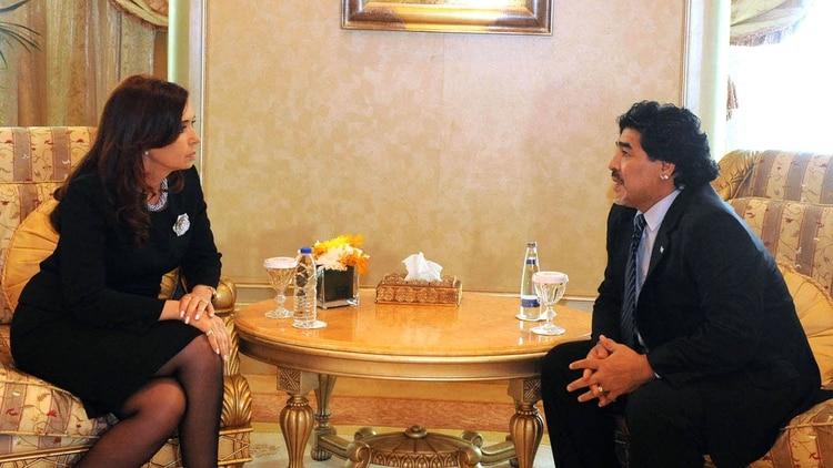 Cristina Kirchner junto a Diego Maradona, en 2018 (foto NA)