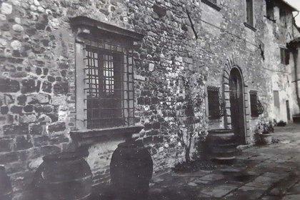 El frente de su casa, a unos kilómetros al sur de la ciudad de Florencia. Aún puede visitarse.