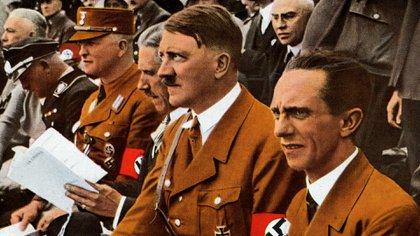 El dictador nazi Adolf Hitler y su ministro de Propaganda, Joseph Goebbels, se suicidaron durante la guerra y no pudieron ser juzgados (Shutterstock)