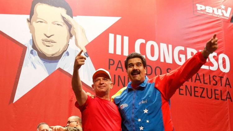 """El """"Pollo"""" Carvajaljunto al dictador Nicolás Maduro.(Reuters)"""