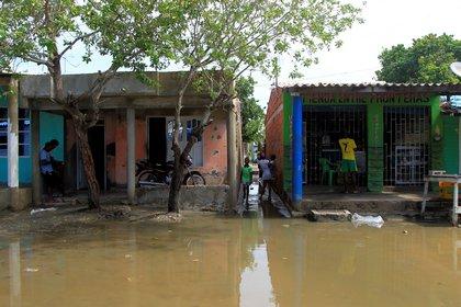 Iinundaciones en el sector Marlinda y la boquilla, en Cartagena (Colombia) debido al paso del huracán IOTA frente a sus costas