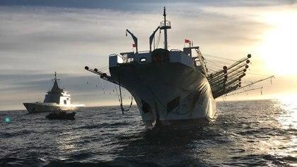 """""""Vamos a necesitar una fuerte presencia de barcos, aviones y formación de recursos humanos para explorar, controlar y administrar nuestra plataforma hasta las 350 millas. Debemos pensar en la presencia de la enorme flota de pesca china que explota los océanos del mundo"""", dice Lirio. Foto: Archivo DEF."""
