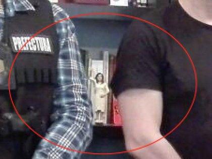 La estatuilla de Cristina Kirchner en la biblioteca de Boudou