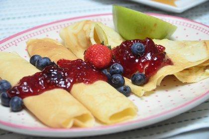 Panqueque con frutas y mermelada o dulce de leche (Matías Arbotto)