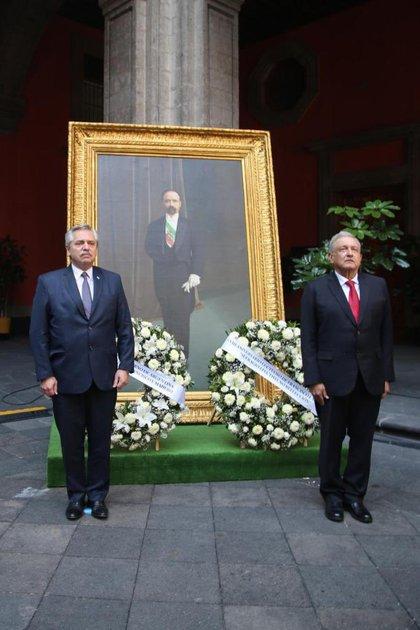 Alberto Fernández acompañó a AMLO en ceremonia en memoria de Francisco I. Madero (Foto: Twitter / @LuisaAlcalde)
