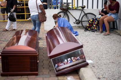 El sistema de salubridad en Ecuador se ha desbordado. (Foto: REUTERS/Vicente Gaibor del Pino)