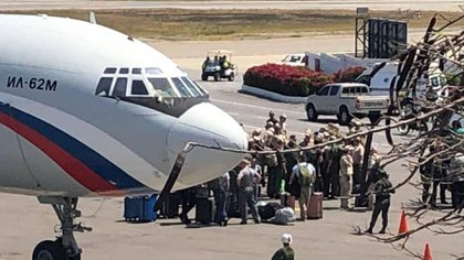 Militares y mercenarios llegando al aeropuerto internacional de Caracas en los aviones rusos Il-62 y An-124, en 2019