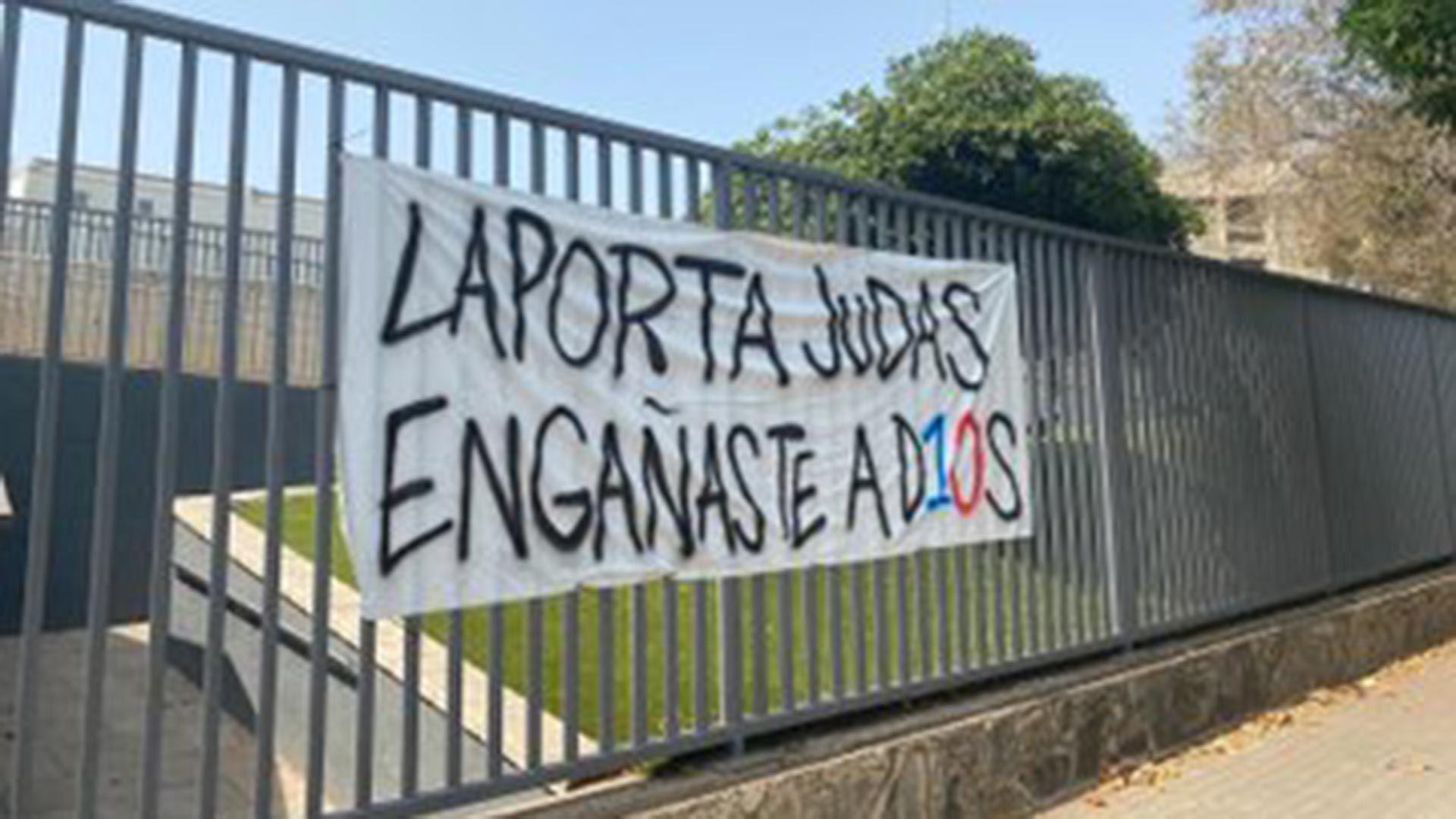 Banderas en contra de Laporta