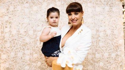 Andrea Estévez celebró sus 40 años con su hija Hannah (Fotos: Gabriela Ojeda)