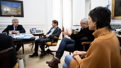 Jorge Ferraresi en una reunión con Alberto Fernández, Axel Kicillof y Mayra Mendoza