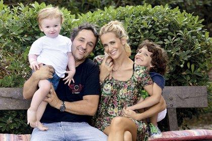 Julieta Prandi con Claudio Contardi y sus hijos